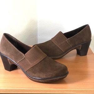 White Mountain Heeled Clog Style Comfort Shoe